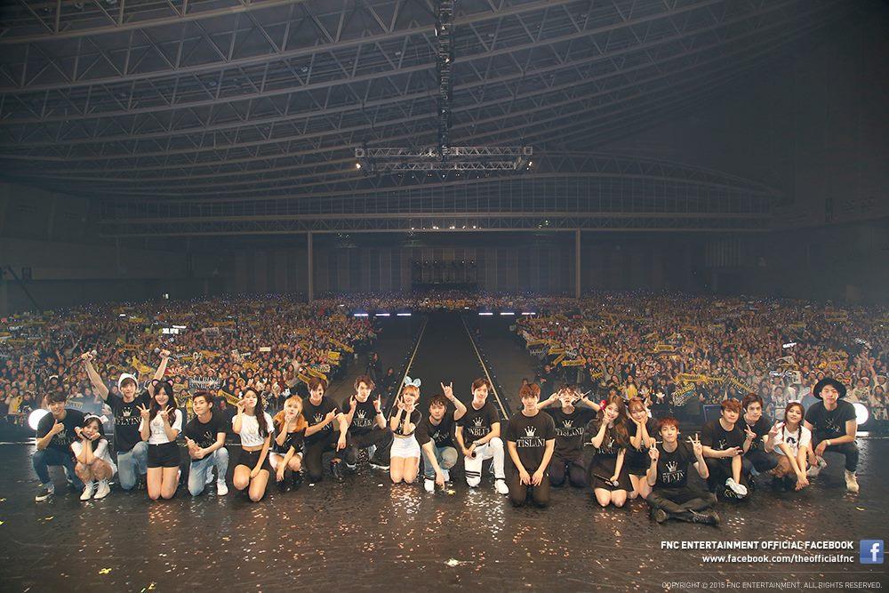 昨天FNC娛樂也在FB專頁上傳了演唱會的照片