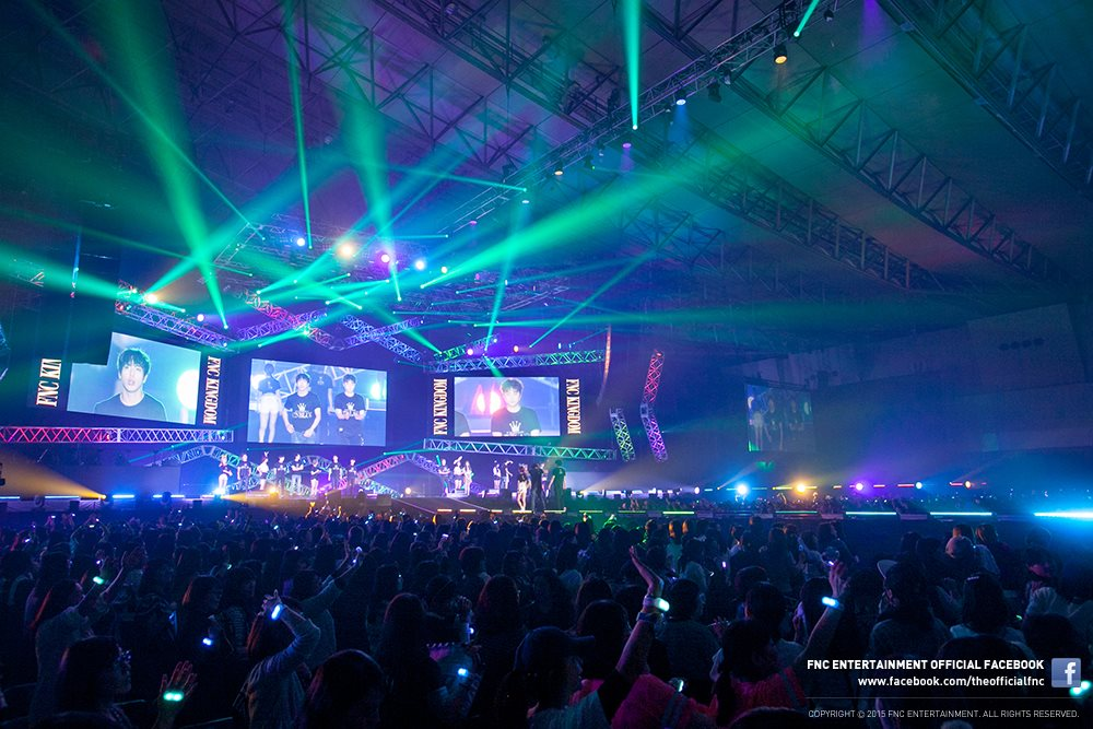 在飛往日本開演唱會之前,機場時尚也是媒體和網友們不可放過的重點