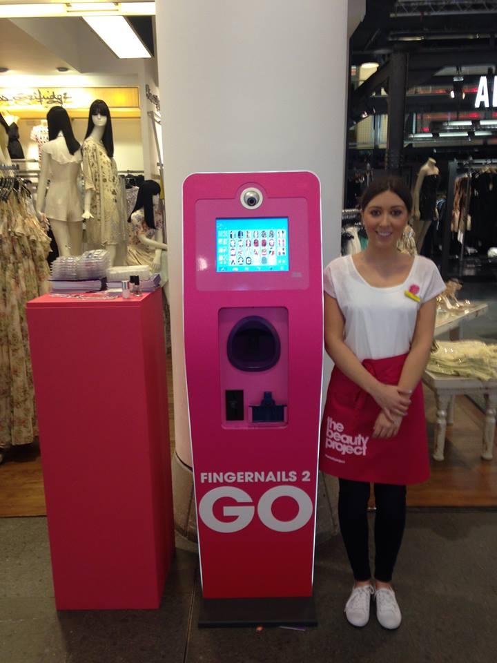 機器的外觀還是女生們喜歡的HOT PINK! HOT PINK! ♡_♡ 趕快來看看這台機器要怎麼使用吧~