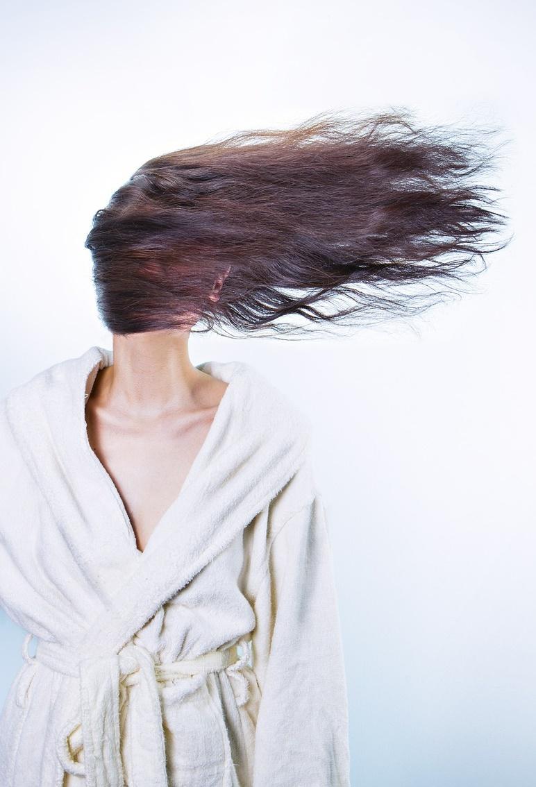 6.不要拔白頭髮、痣的毛 據說白頭髮是會越拔越多。痣長毛則代表幸運,如果拔掉了運可能會跑掉。