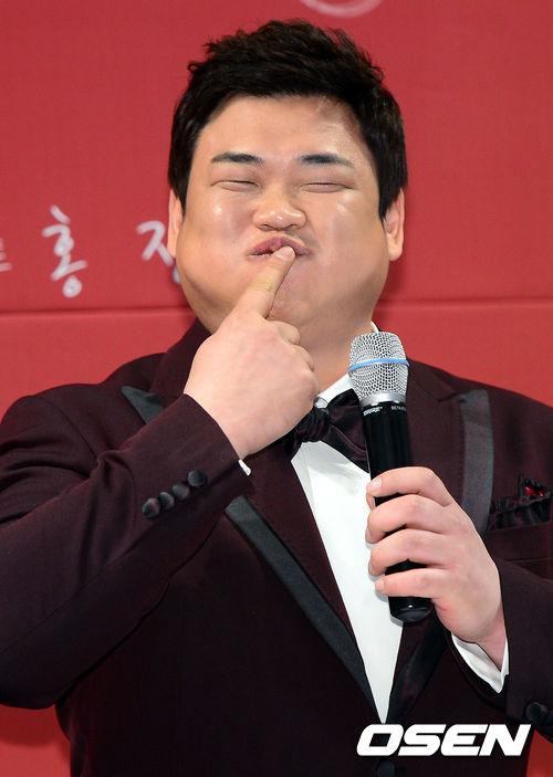 他在《SNL韓國》中展現出精湛演技實力..此外還在《白鍾元的三大天王》等美食節目中一展吃貨本身...是個深受韓鄉民喜愛胖胖吃貨妖精♡