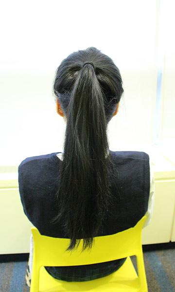 和一次綁起給人厚重感受的馬尾不同 這樣的綁髮不僅給人耳目一新的層次感 也讓頭髮比原來的長度更長一些
