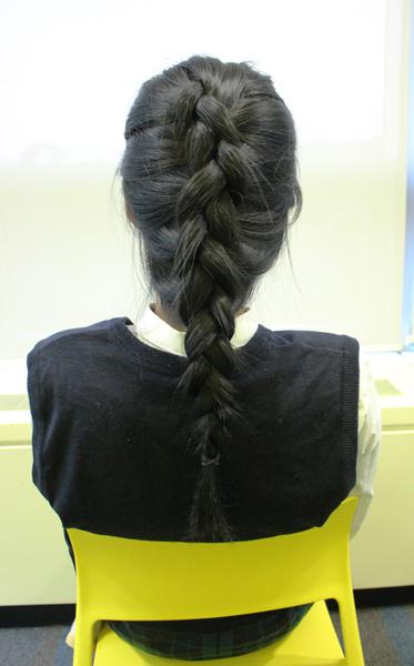 鏘鏘~完成!雖然第二個髮型散發小公主風格 不見得每個女生都會想要嘗試,但卻是非常搭配年輕服飾的髮型喔!