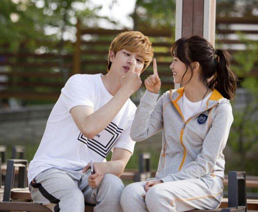 最近在韓國年輕的族群間 馬尾流行又開始復活 雖然馬尾髮型存在已久 但想綁出符合潮流又帶點女生的年輕可愛「眉角」可是不少