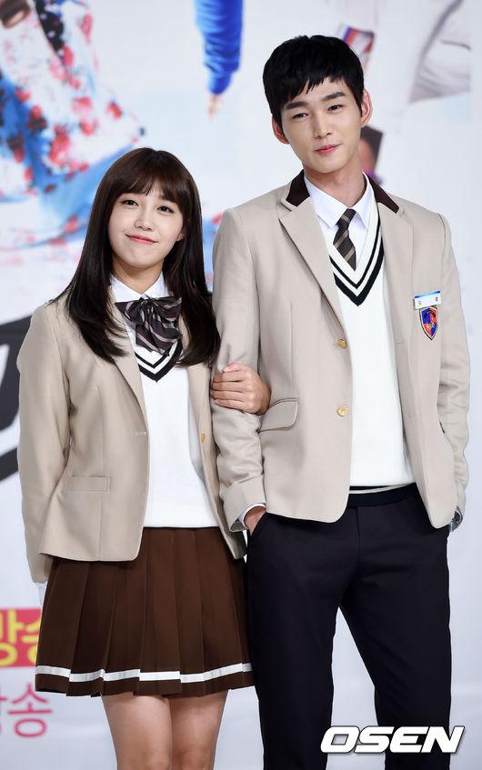 如果要說今年韓國最流行的電視劇 一定非校園劇莫屬 雖然像恩地這樣放下來 也非常青春可愛 但在追求美妝流行的韓國 怎麼可能會甘於長髮從年初到年底呢?