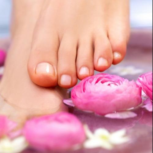 冬季泡腳加茄枝 冬天的時候,因為經常外出,所以,有可能會導致腳被凍到,出現凍瘡,把茄子枝在水裡煮開後再泡腳,可以預防腳凍傷或者是出現凍瘡的情況。