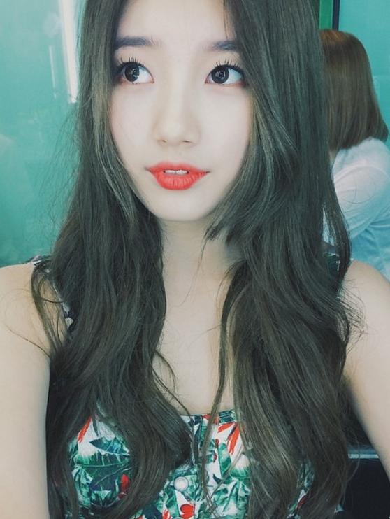 不過大家知道IU的另一位好姊妹秀智~其實也和IU很像嗎?