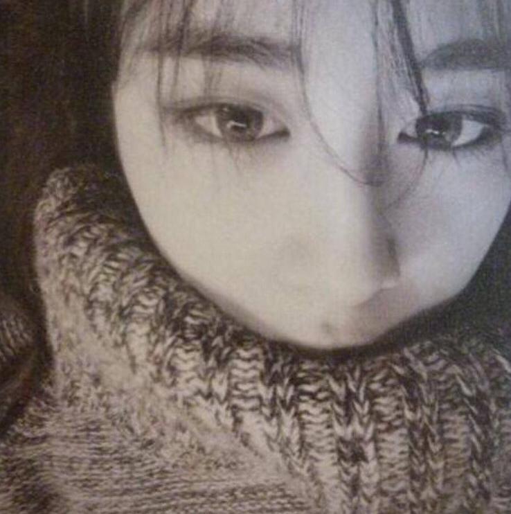 芝妍幾年前曾經說過自己唯一的朋友是IU和Luna,真的讓芝妍覺得關係很親密要好的同齡好友只有她們兩個