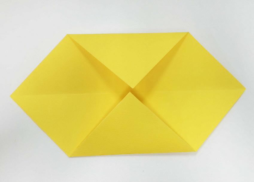 另一面也按相同的方法折疊,最終呈現這個樣子即可!