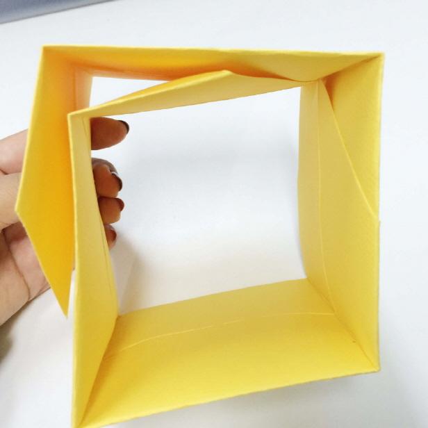 最後形成一個這樣的四方形! 現在把重疊的部分連起來就好了~