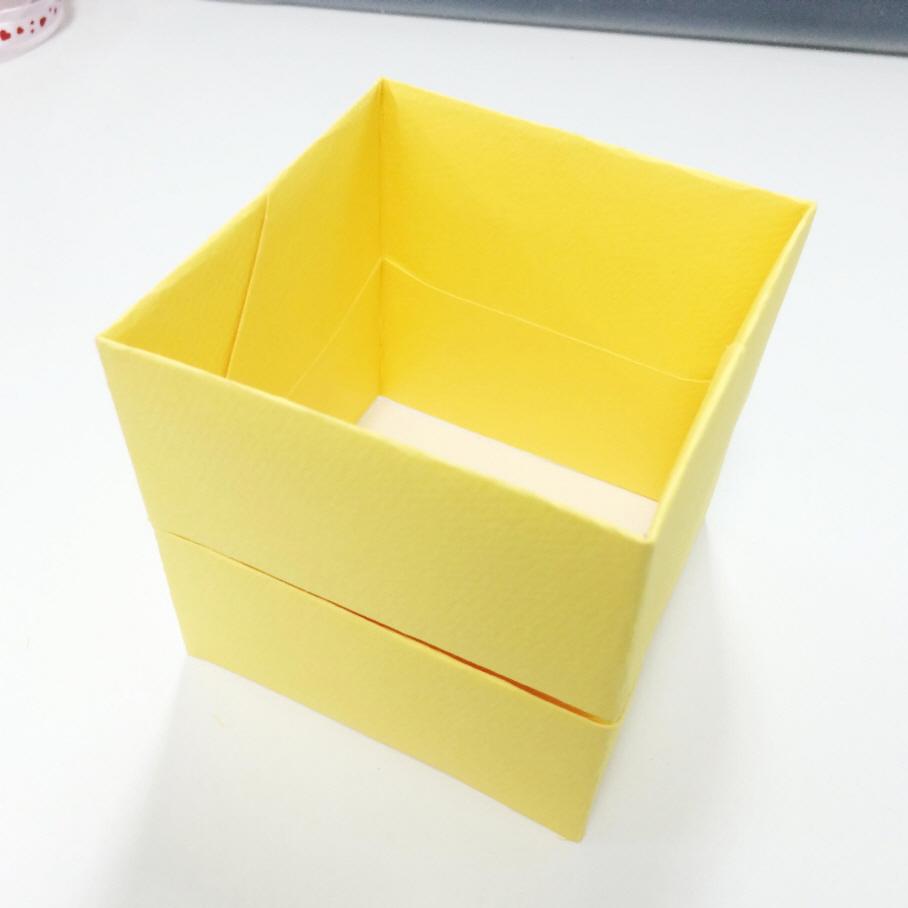 粘好的箱子外觀如圖! 25x25(cm)的同樣的方法!!