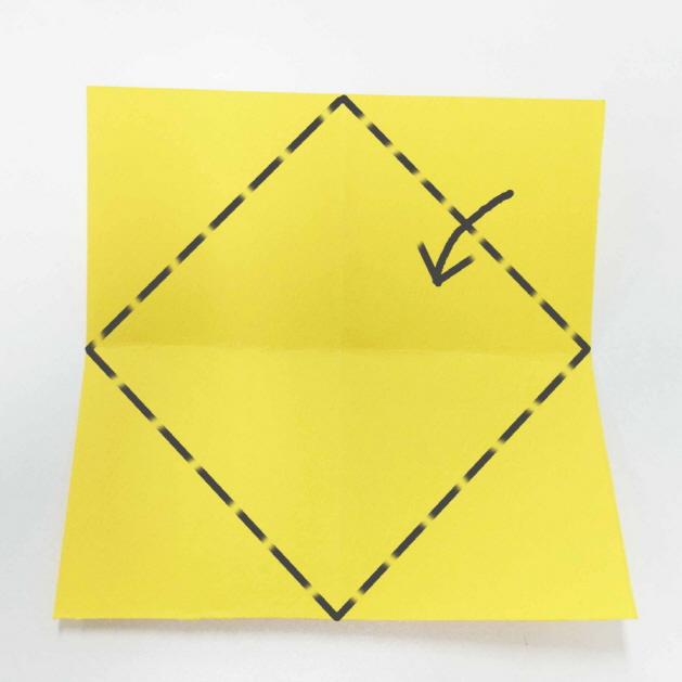 7. 沿虛線的模樣向內折疊