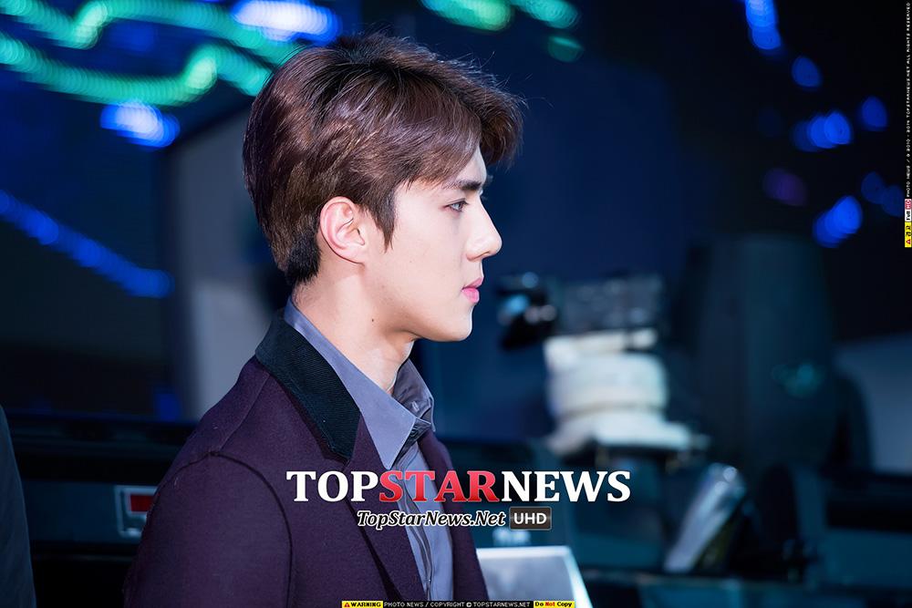 既然出現了宇宙...像《STAR WARS:原力覺醒》這樣的宇宙大片的宣傳會當然不能少了...該片將於12月17日在韓國上映!