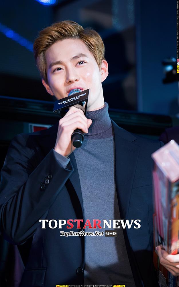 在宣傳活動當天...EXO三隻出席.... 帥氣有型氣場十足..粉絲們尖叫聲不斷!