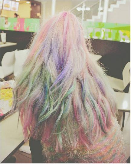 N編:「自己很愛換髮色,所以很常買便宜的染劑DIY染髮!電棒也是重度使用,現在只想乖乖地養髮...」