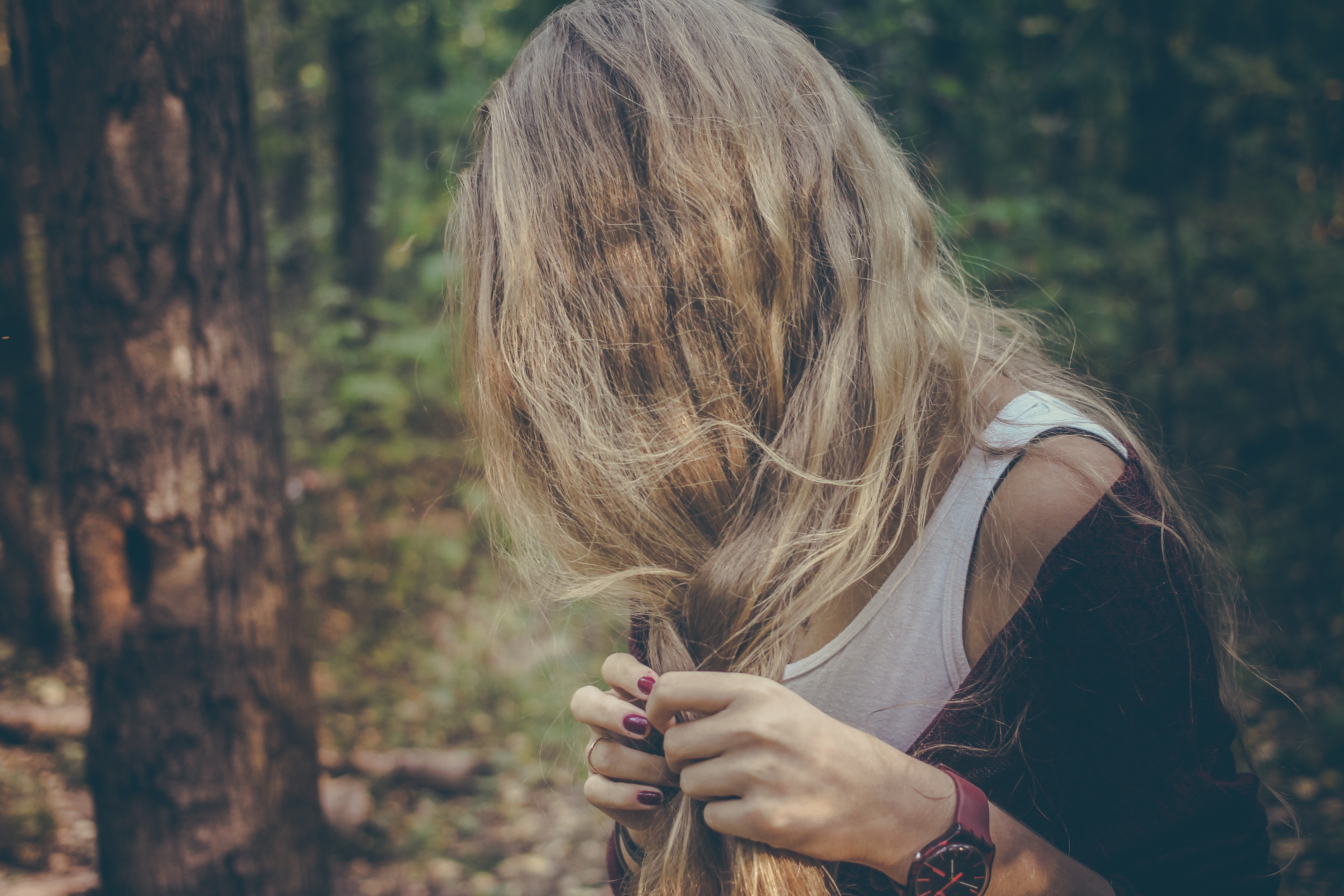 E編:「我的頭髮既厚重又毛躁,如果只是普通吹乾它居然會像馬尾巴那樣蓬、豐厚,我好想要絲質滑順般的頭髮呀!」
