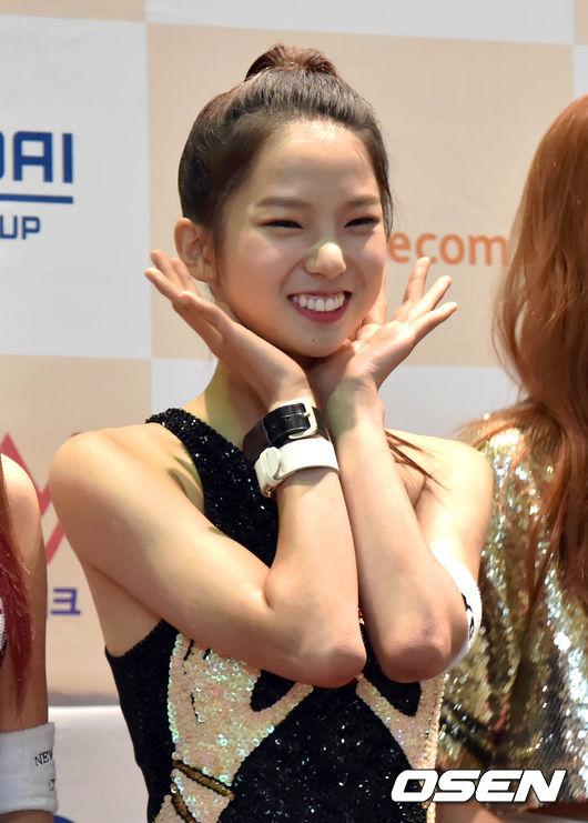 ♥ CLC :: 有真  有著可愛兔寶寶牙齒的有真,不要看她好像很瘦的感覺,其實她也有讓人稱羨的腹肌喔!