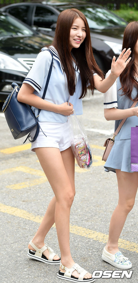 ♥ GFRIEND :: Sowon  GFRIEND 的隊長 Sowon 也是隱藏的好身材代表,尤其是那雙大長腿。