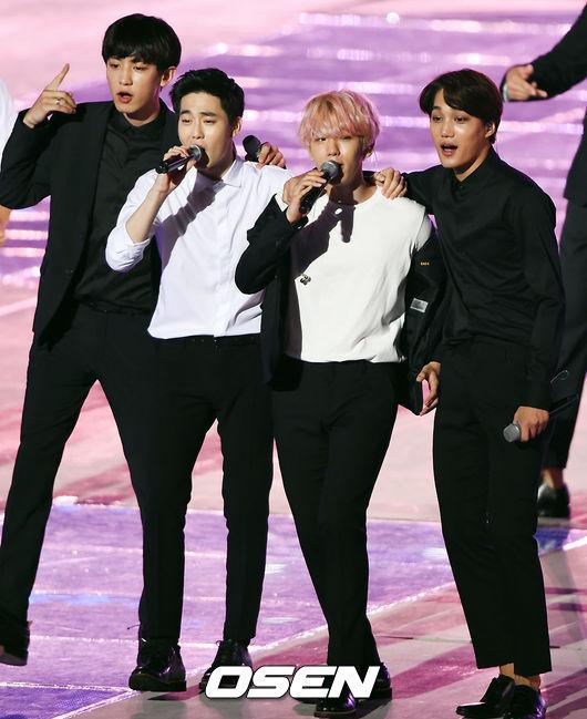 並與EXO其他成員在當天的節目中帶來新專輯Sing For You跟Unfair,令粉絲們非常期待!