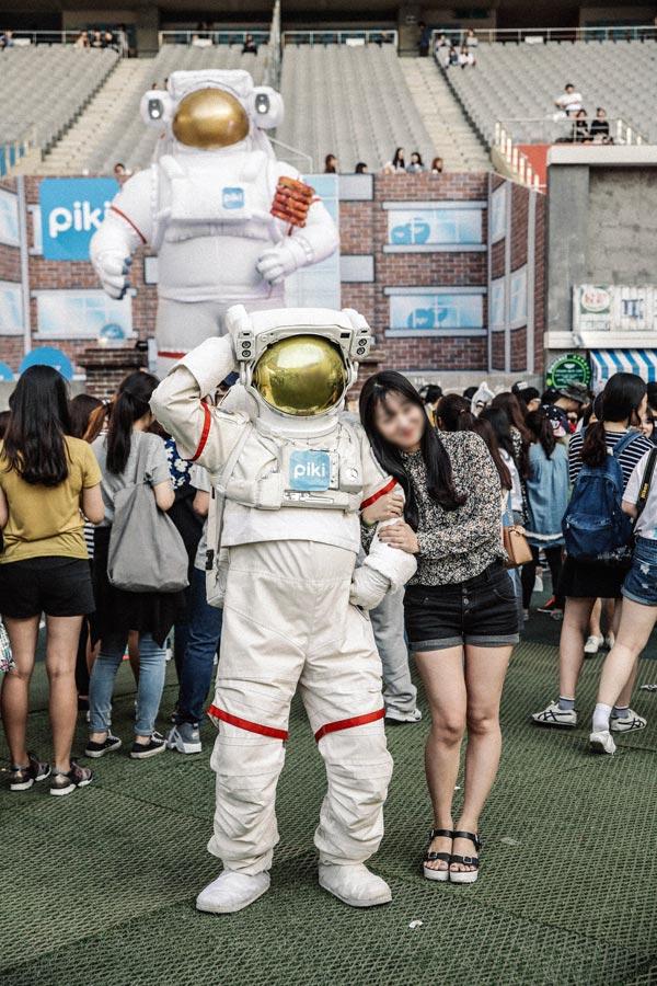 宇宙人的Piki日誌: 2015年的5月10日上午十點 大家為了已經連續舉辦好幾年的青春Festival的活動來到了首爾世界盃競技場