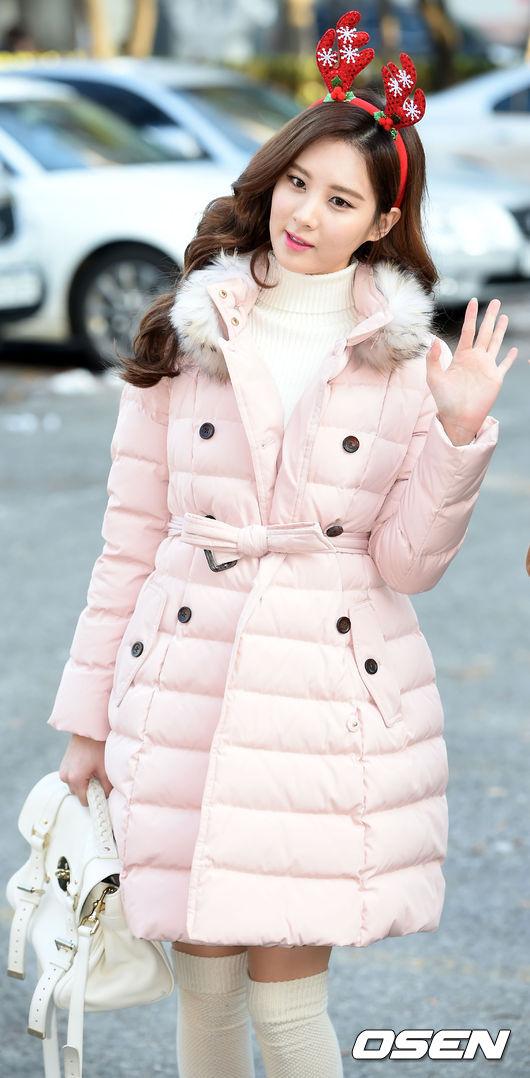 紅色麋鹿角+粉紅外套~根本就是個小公主來著!!!