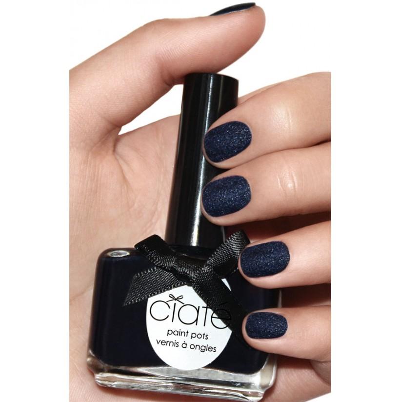 其實早在2012年知名指甲油品牌Ciate就出過天鵝絨系列的指甲油, 當時雖然也有流行了一下子,但是因為太容易
