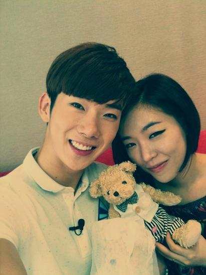 雖然佳人現在和朱智勳穩定交往中,但當他們一起出演同個節目時,真的讓人回想起當時,韓國媒體還說他們那時真的是讓觀眾們邊看邊露出媽媽微笑的一對夫婦。