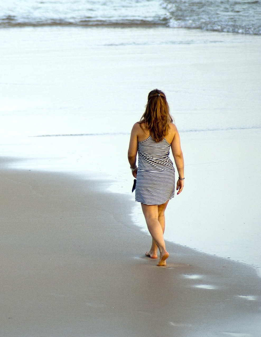 1.走路 走路是最簡單又最便宜的運動,除了能消除卡路里、增強血液循環、釋放壓力,還能讓心肺功能更健康。