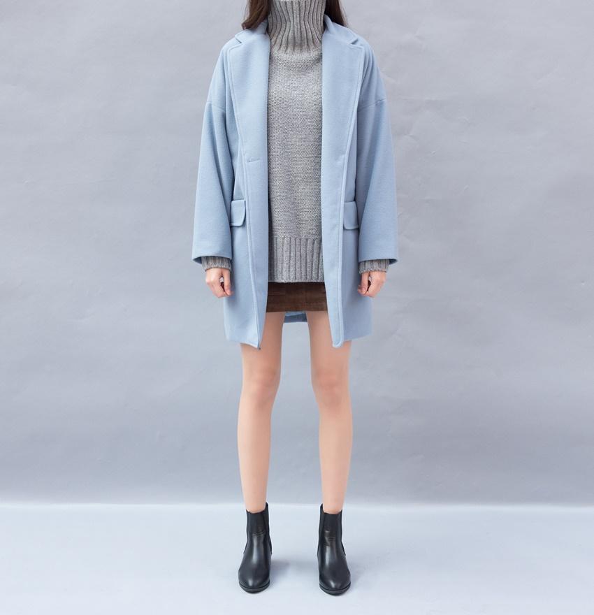 露腿比例70%■如果實在不露腿不行又怕看起來單薄,那外面就罩上長版大衣!有層次感讓時尚風格明確,又能自然地露出修長腿♬