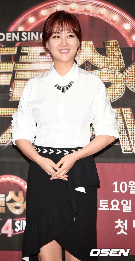 #6.張潤貞 trot女王張潤貞,雖然今年和媽媽、弟弟間的官司糾紛依舊沒有得到解決 但在稍有年紀的聽眾間充滿韓國本土性的好旋律 還是讓她一超越一票偶像歌手衝到第6名