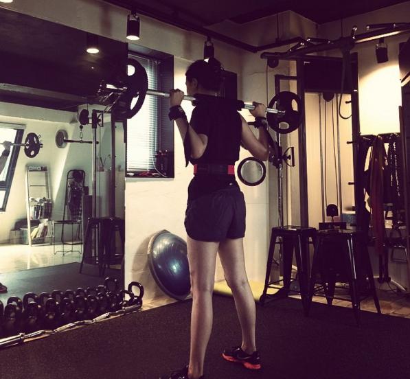 韓國美容節目主持人李荷妮為什麼能夠成為備受羨慕的美貌女星?因為平常除了飲食保養,李荷妮也認真從事重訓運動,將贅肉鍛鍊成肌肉是重訓的重點!