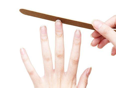 1. 經常去角質 過度的去指甲周圍角質的話,更便於細菌的入侵(⊙o⊙)! 只需要大約一周修剪一次角質就行了!