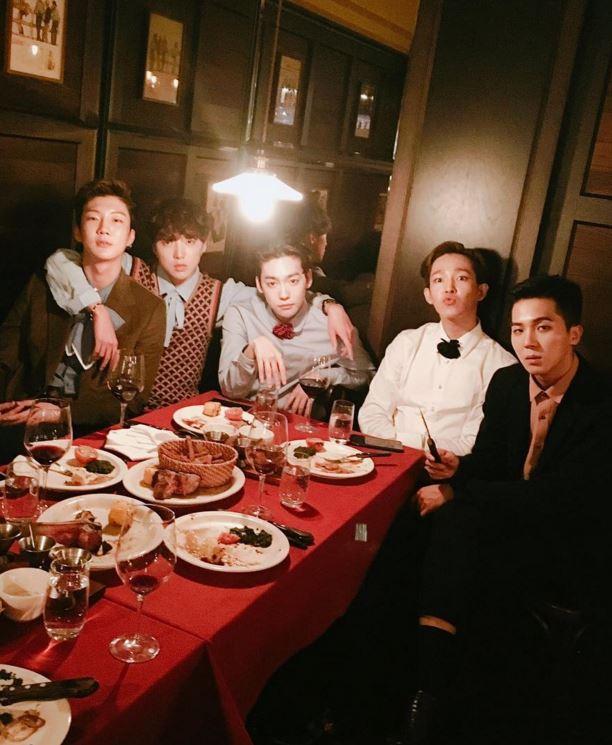2. WINNER -「和iKON一樣,如果可以好好讓他們回歸的話,感覺2016年人氣也會不斷上升。」其他網友表示他們不求其他的,只求他們回歸啊~~~