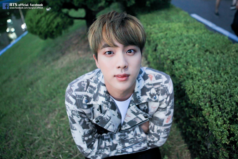 防彈少年團 Jin 這張完全就是個萌少年啊♥