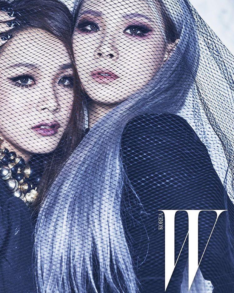 但真正的亮點是一起入鏡的左邊的她!看起來跟CL是不是非常神似啊?