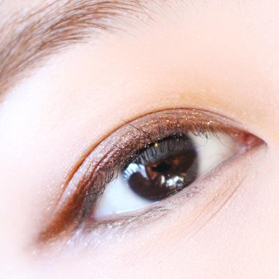 如果想低調一些的話,只用米色和棕色就好了啊!睫毛也刷得淡一些。