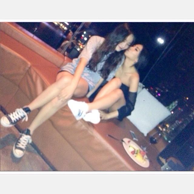 CL和HL的感情就像是好朋友,HL也常常在自己的instagram上面放姊姊的照片,對姊姊的感情又像是崇拜的偶像~