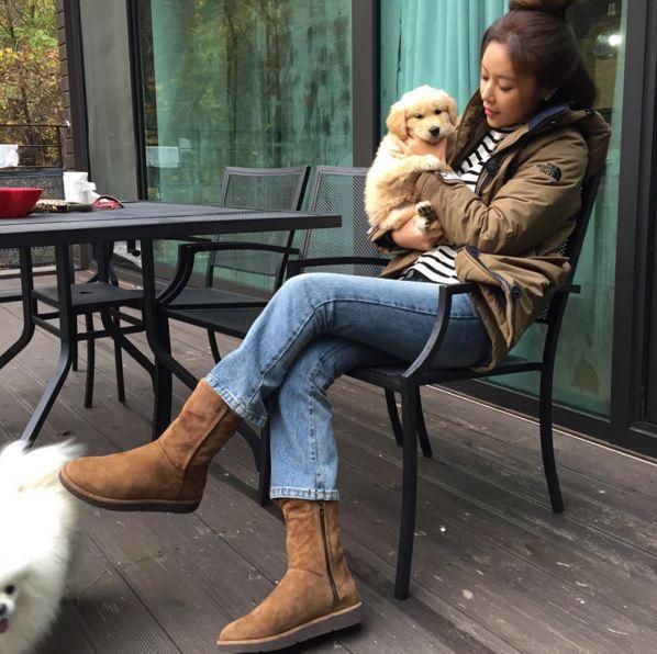 即使電視劇播完了也無法讓人忘記的「惠珍」... 黃正音禦寒法:牛仔褲+雪地靴