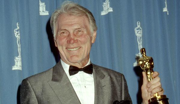 10. 72歲老者的美 1992年,經歷45年演藝生涯的傑克·帕蘭斯(已故),憑藉在電影《城市鄉巴佬》中的精湛演技最終問鼎最佳男配角獎。
