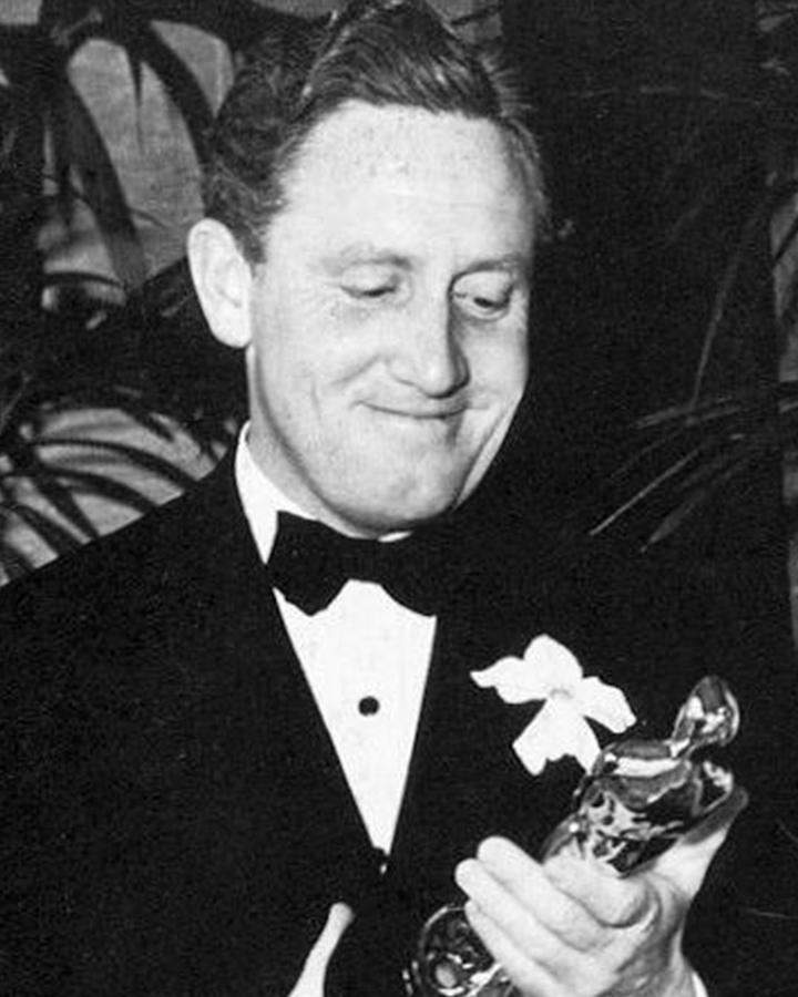 他憑藉在1938年電影《孤兒樂園》中的表演獲得奧斯卡最佳男演員獎,繼1937年《怒海餘生》後二度封帝...他的這一記錄在奧斯卡史上保留了很久才被打破!