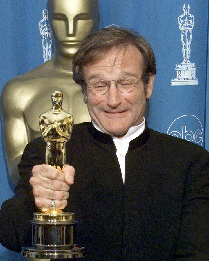 他在電影《心靈捕手》拍攝期間,總會在休息時間即興表演喜劇,來緩解後輩麥特·戴蒙和班·艾佛列克的緊張感!他當時的獲獎感言此刻還在耳邊迴蕩~