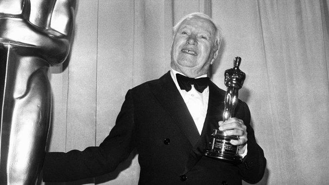 1. 史上最長時間的起立鼓掌 1972年第44屆奧斯卡頒獎典禮上,榮獲榮譽終身成就獎的查理·卓別林(已故)。