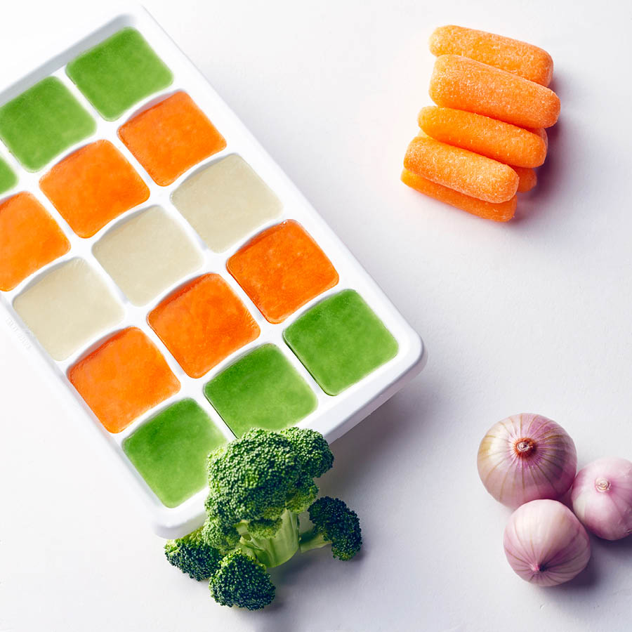 所以今天小編要跟女孩們分享一種美味吃蔬菜的方法~蔬菜冰塊!!! 這也是韓國最近開始流行起來的減肥+美容食譜 光看看冰塊顏色是不是就很有食慾啊~~~趕快跟著小編動手做起來吧!