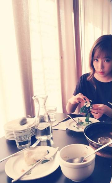 女孩們都知道吧!多吃蔬菜是最好的減肥和美容方法 看~帕尼也都在吃蔬菜沙拉啊!