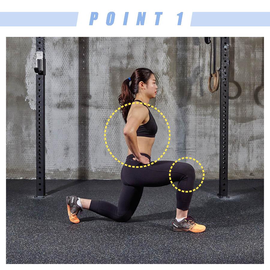 蹲的時候一條腿的膝蓋一定要貼地,另一條腿呈直角,上身直挺。