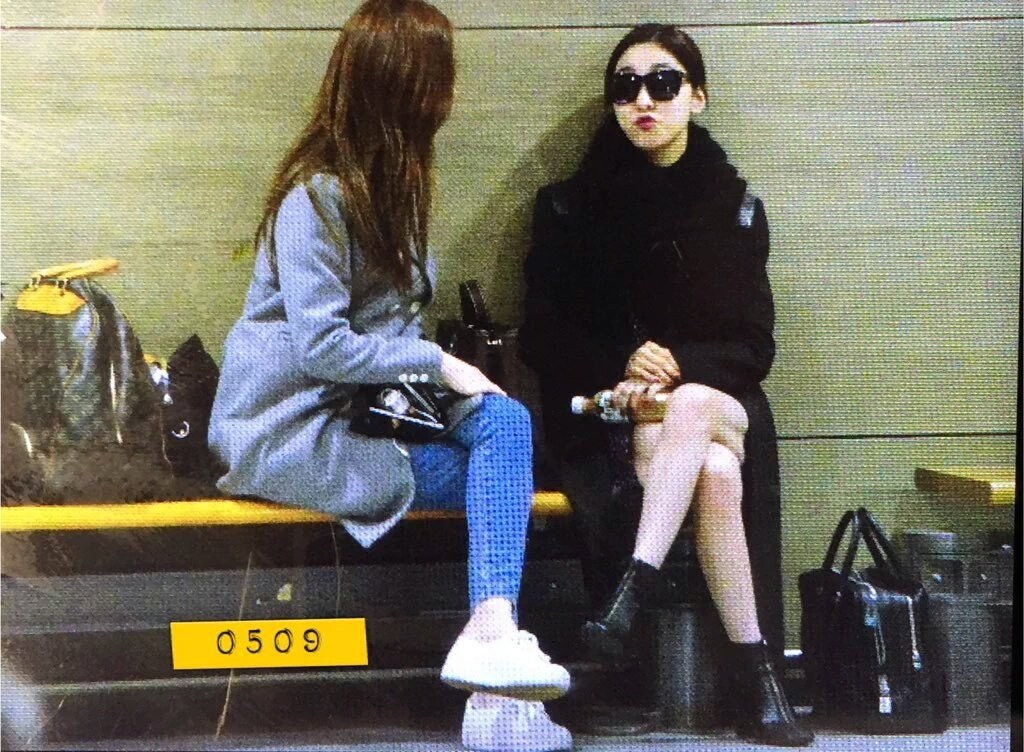 好了~舉個最近的例子,像是本月初f(x)去香港的時候,Luna跟Krystal感情好的證據!