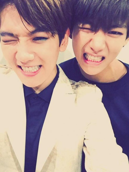4.防彈少年團 V 韓國媒體說他們兩個居然連wink也可以很像♥這張伯賢和V的wink真是太可愛啦