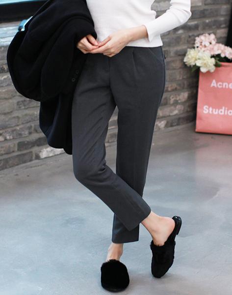 除了露腳趾的款,還有這種很適合冬天穿的包腳趾的款。