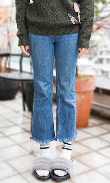 再搭配上自己DIY的毛衣和牛仔褲,讓你今天的造型絕對低於無二~~~