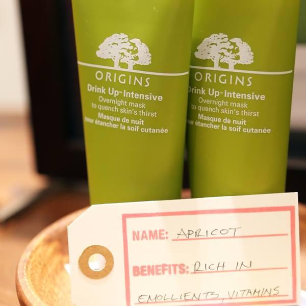 # 品木宣言-一飲而盡深度滋潤面膜 「有淡淡的杏桃與桃花陪著入眠味道很舒服,能深層地為肌膚補充水分感覺真好♬」